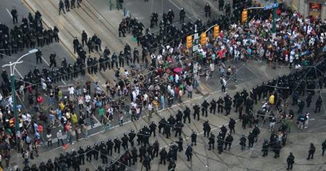 수 천명의 캐나다 국민들이 전국에서 반테러법에 반대하는 행진을 하다.