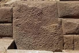 13개의 모서리를 가진 잉카 시대 돌이 발견되다.