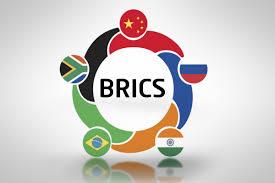 러시아는 탈달러를 위해 국제은행 간 통신 협회(SWIFT)에 대한 대안으로 BRICS를 지지한다.