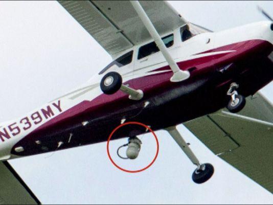 FBI는 가짜 회사 로고를 단 감시 비행단을 운영한다.
