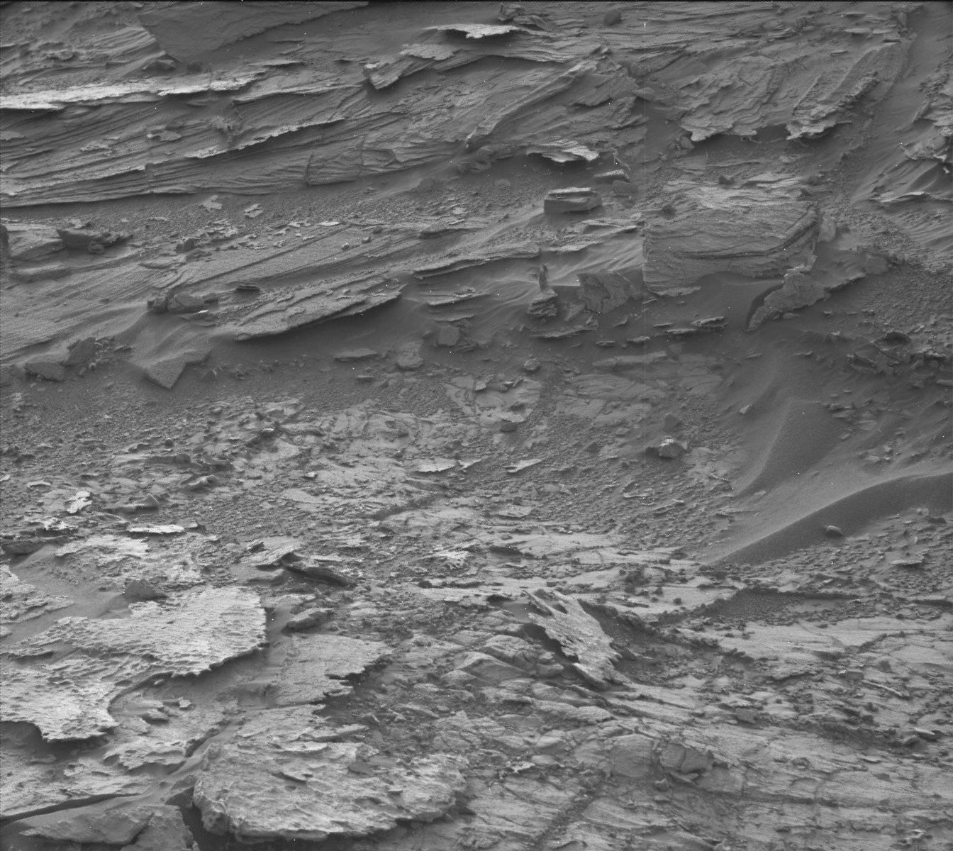 외계인 여성으로 보이는 사진이 화성 탐사선에 의해 찍히다.