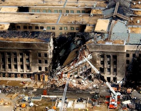 펜타곤에 충돌하는 장면을 찍은 영상이 유출되었다.