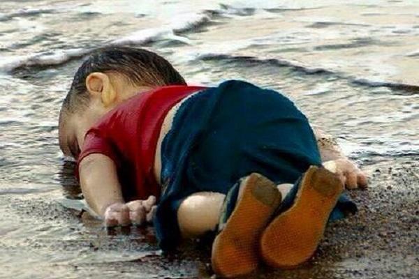 익사한 시리아 난민 소년에 대한 다섯가지 의문점
