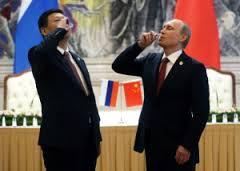 푸틴은 달러를 버리라고 말한다.