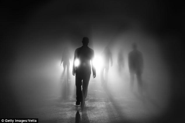 대부분의 죽어가는 사람들은 마지막 순간에 고인이 된 지인들의 방문을 받는다.