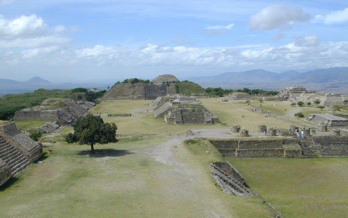 최근 멕시코 고고학 유적지에 대한 인류학적 연구는 종교 갈등이 국가를 쇠락시키는 예를 보여준다.
