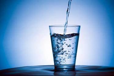 수돗물 불소화를 중단할 것을 영국의 연구자들이 요청한다.