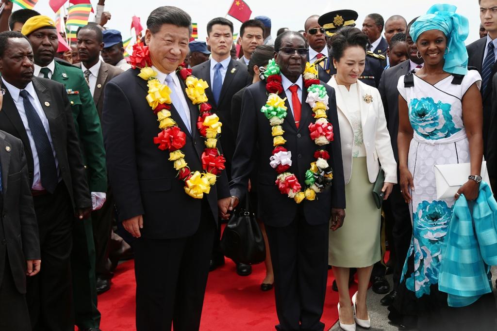 짐바브웨는 중국으로부터 빚 탕감을 받고 위안화를 법정 통화로 채택했다.