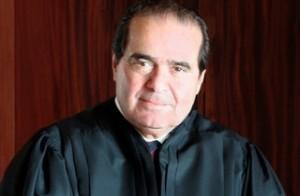 전 정보부 장교는 미 대법관 스캘리아의 죽음에 대해 타살의 가능성을 의심한다.