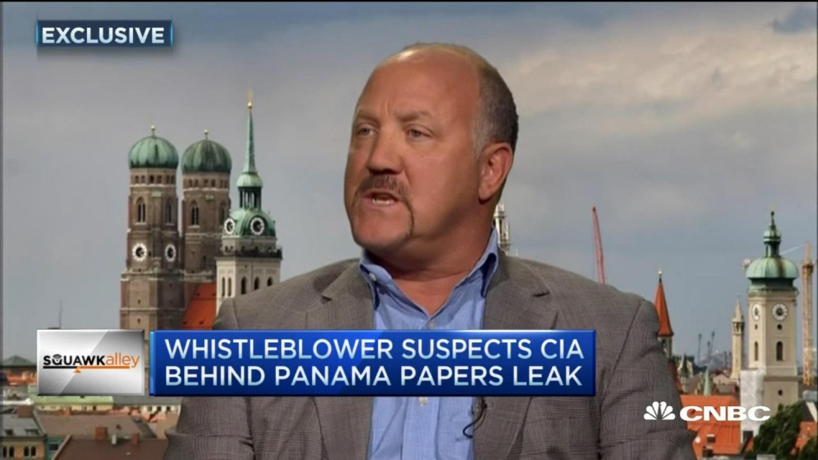 전직 은행가는 파나마 페이퍼 유출의 당사자로 CIA를 지목한다.