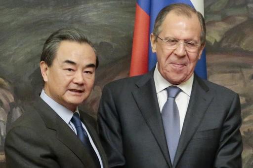 중국과 러시아는 미국을 견재하기 위해 군사 협력을 강화한다.