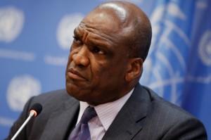 전 유엔총회 의장 존 애쉬가 법정 출두를 앞두고 사체로 발견되다.