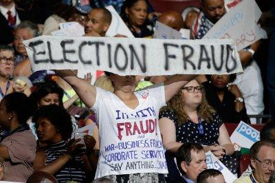 민주당 경선 과정에 선거 부정 여부 확인을 위한 소송이 제기되다.