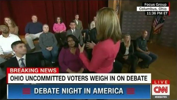 미 대선토론 직후 방영된 일반인 인터뷰 답변을 CNN이 지시했다.