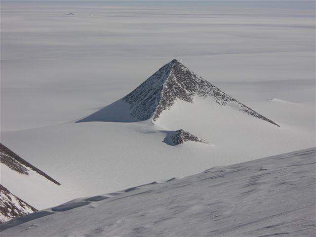 남극에서 무슨 일이 벌어지고 있는가?