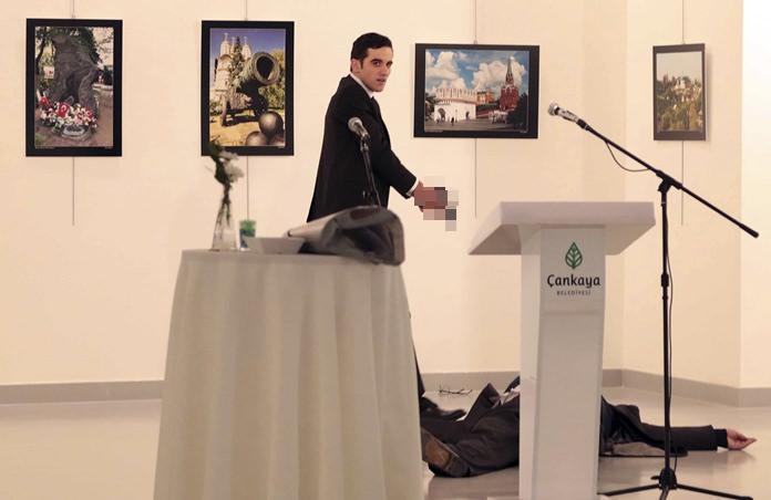 주 터키 러시아 대사가 총격으로 사망하다.