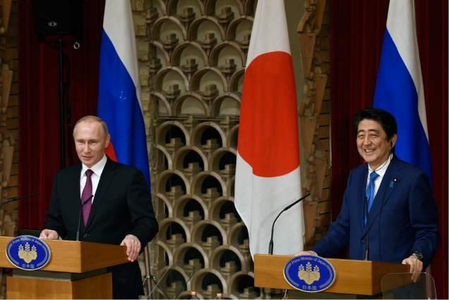 러시아과 일본은 수십억 불에 달하는 경제 협력안에 서명하다.