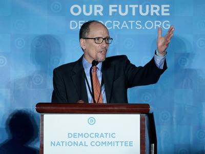 위키리크스는 민주당 전국위원회 새 의장인 톰 페레스의 이메일을 공개했다.