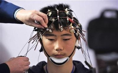 과학자들이 두뇌에 지식을 업로드 하는 방식을 발견하다.