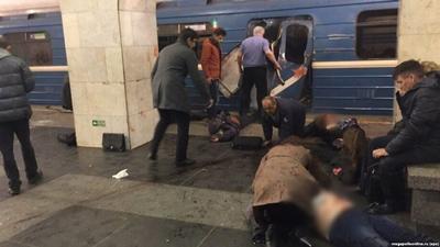 푸틴에게 전화를 걸어 지하철 테러 사건에 대해 위로를 전한 트럼프