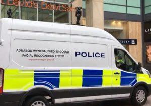 사우스 웨일즈 경찰이 얼굴 인식 소프트웨어를 이용한 첫 번째 체포에 성공하다.