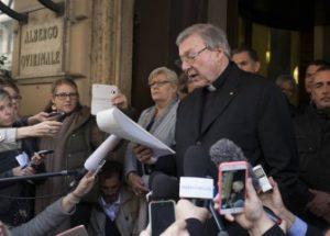 교황의 최측근인 조지 펠 추기경이 성폭력으로 호주법원에 기소되다.