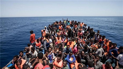 """영국 메이 총리, """"아프리카 난민들을 집으로 돌려 보내는 데 7천5백만 파운드를 쓰겠다"""""""