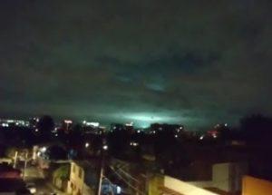 멕시코에 발생한 강진과 하늘에서 목격된 섬광