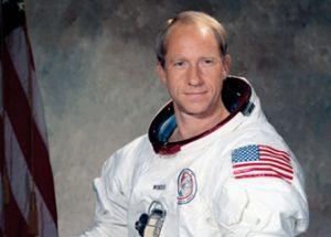 """아폴로 15호 우주인, """"우리가 외계인입니다"""""""