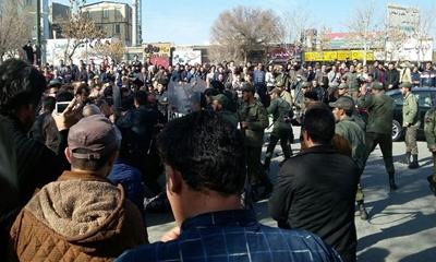 이란 정부의 경제 정책 실패를 비판하는 시위가 발생하다.