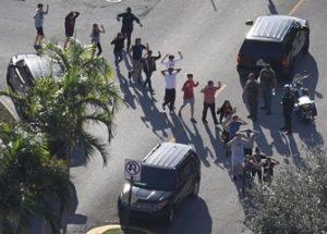 플로리다 고등학교 총격 단신 (2): 총기 규제를 요구하는 생존자 데이비드 호그