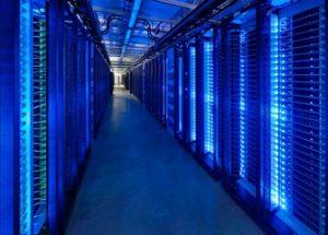 스노우든, '페이스북은 소셜 미디어로 포장된 감시 회사다'