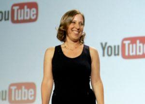 유럽의 새 저작권 규정이 일반인의 업로드를 제한한다고 말하는 유튜브