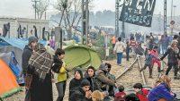국경 심사를 통과하도록 난민에게 연기를 지시하는 NGO