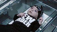 중성을 강조하는 기이한 디자인의 아동 패션 브랜드를 내놓은 셀린 디온