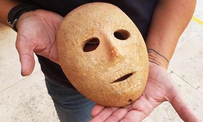 이스라엘에서 발견된 9천 년 된 의문의 마스크