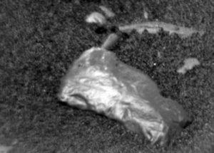 화성 표면에서 금속성 물체를 발견한 큐리오시티