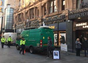 얼굴 인식 카메라 촬영을 거부한 행인에게 벌금을 부과한 런던 경찰