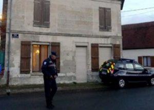 자신을 성적으로 학대한 신부를 살해한 프랑스 청년