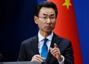 코로나19의 발원지를 놓고 갈등을 빚고 있는 중국과 미국의 외교부