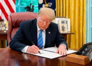 약품 가격 인하 행정명령에 서명한 트럼프와 반발하는 제약계