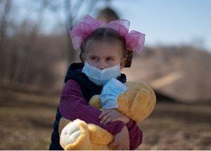 마스크 의무 착용이 아이들의 발달에 큰 위협이라고 말하는 벨기에 의사들