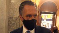 일루미나티? 눈에 큰 멍이 든 공화당의 롬니 의원